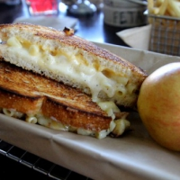 Mac & Cheese Night #5: American Grilled Cheese Kitchen